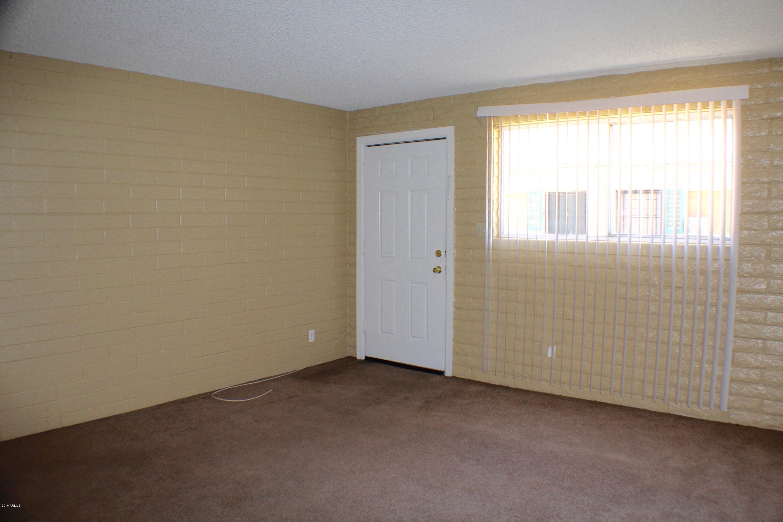 6826 N 44th Avenue Unit 3 Photo 2