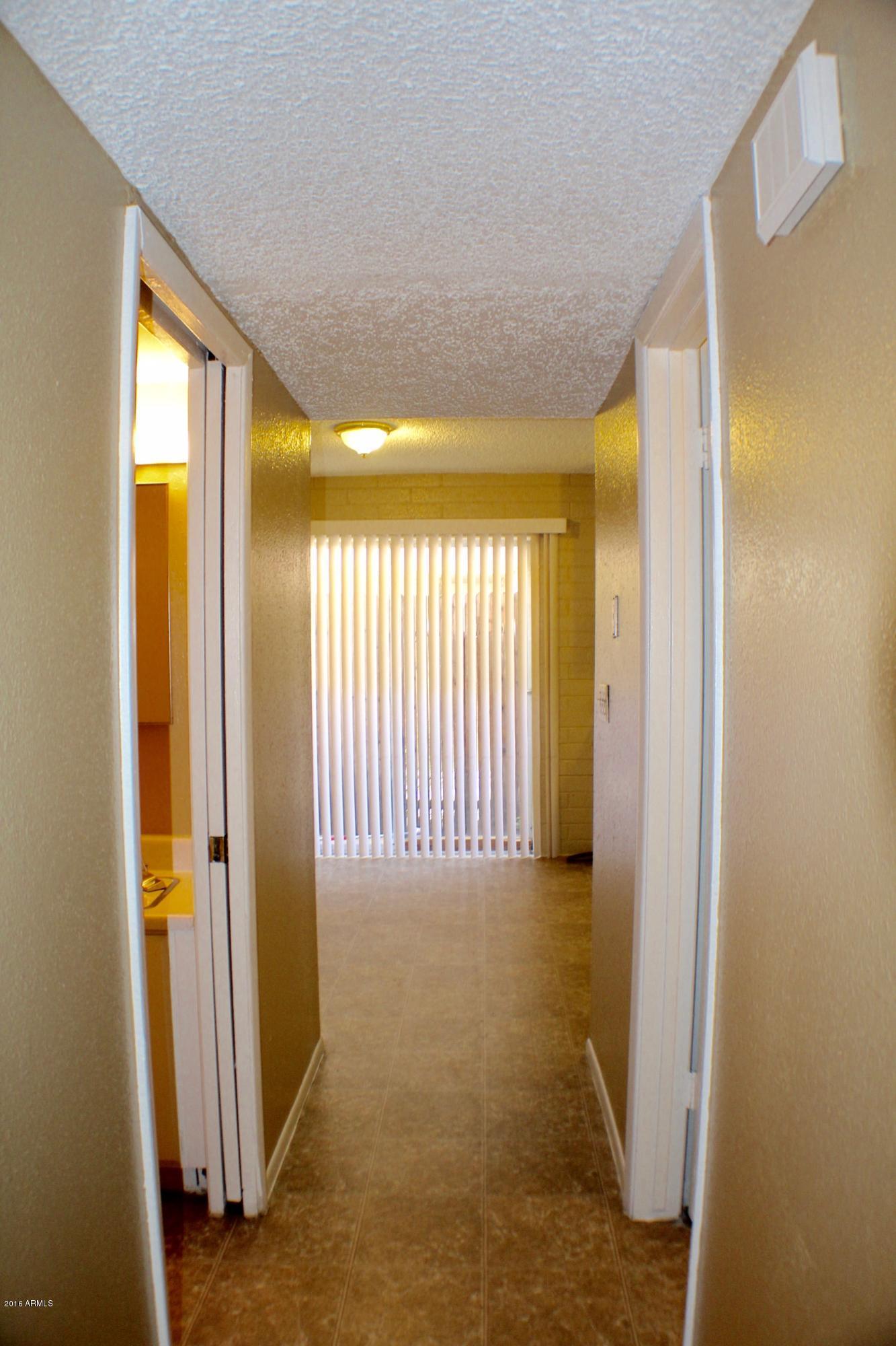 6826 N 44th Avenue Unit 3 Photo 4