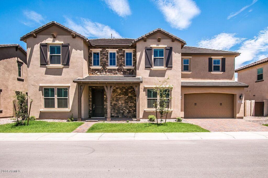 Photo of 932 W YOSEMITE Drive, Chandler, AZ 85248