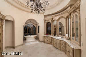 Master Bathroom (Hers)