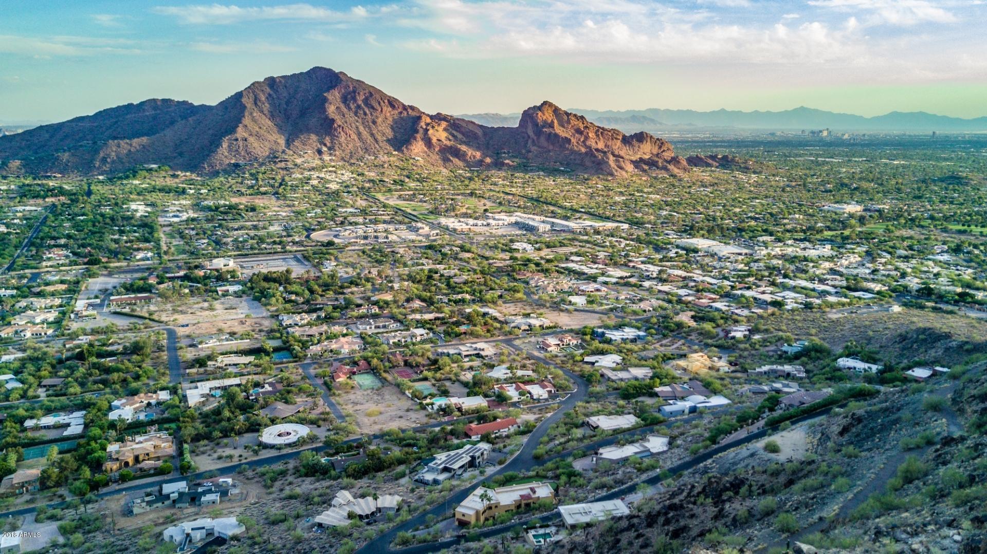 Photo of 5712 E GLEN Drive, Paradise Valley, AZ 85253