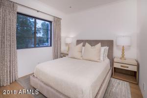 19 Guest Room