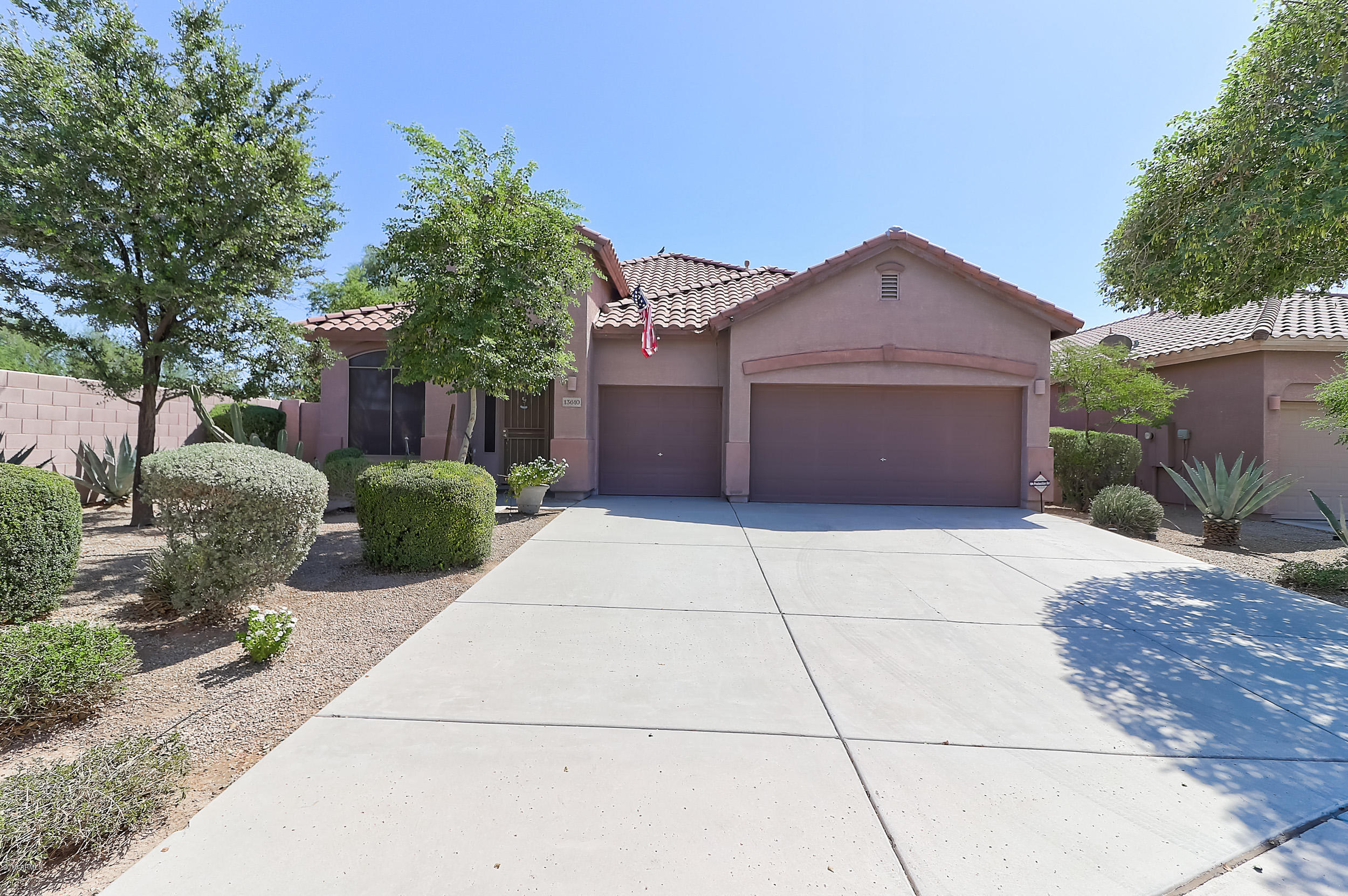 Photo of 13610 W CARIBBEAN Lane, Surprise, AZ 85379