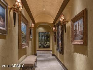 043_Hallway