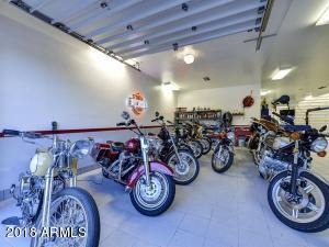081_Auto Showroom 3