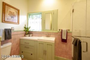 Hall Bath V4