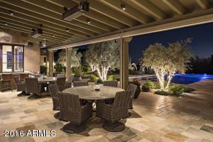 Guest quarters patio