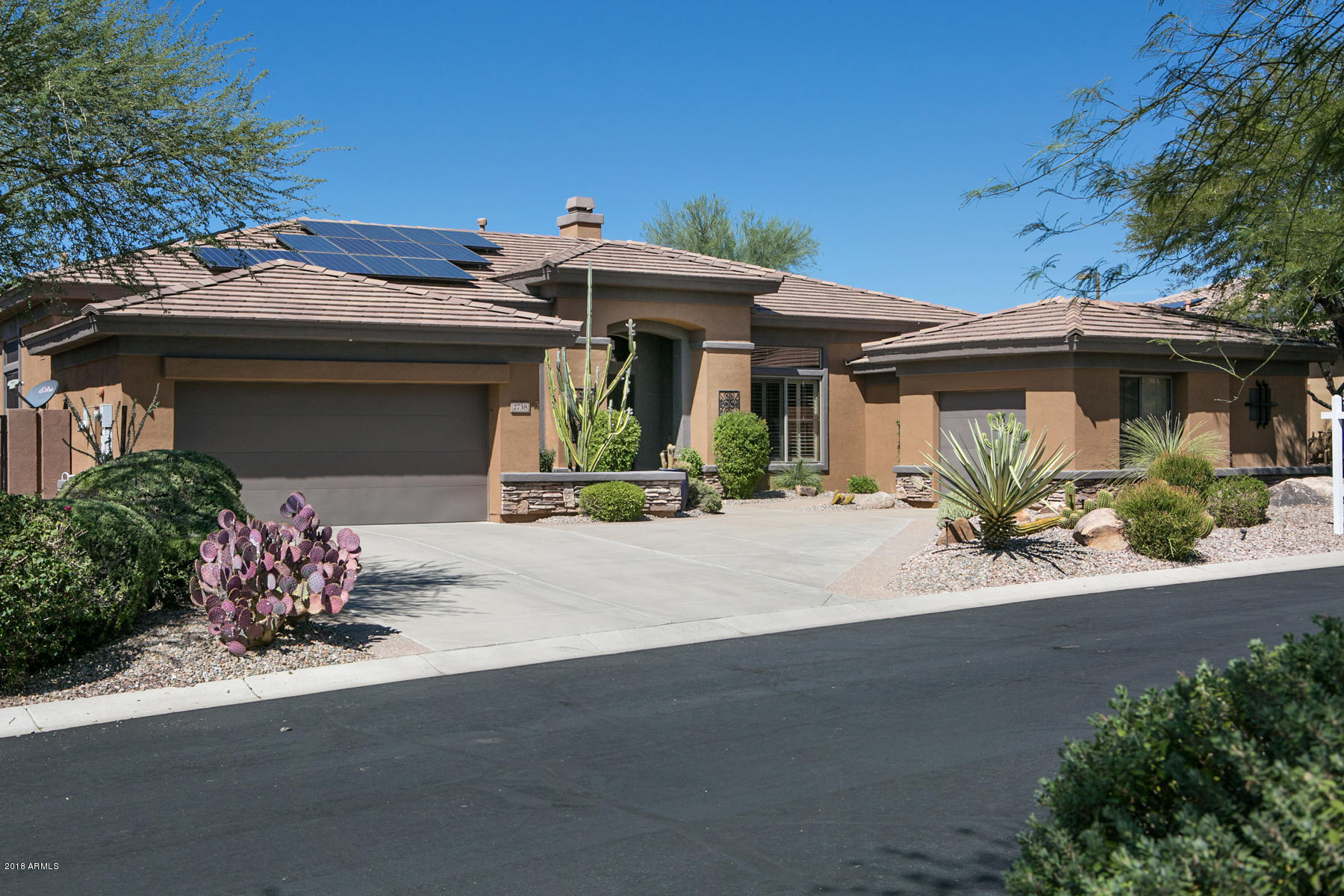 Photo of home for sale at 2738 Reedy Creek Drive W, Anthem AZ