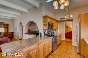 8410 N 16th Pl Phoenix AZ-small-007-3-Ki