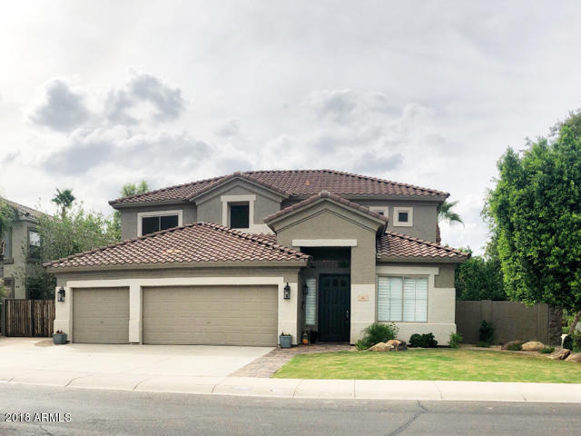 Photo of 620 S BOULDER Court, Gilbert, AZ 85296