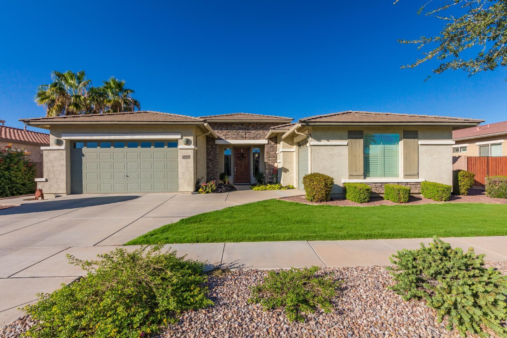 Photo of 794 E BELLERIVE Place, Chandler, AZ 85249