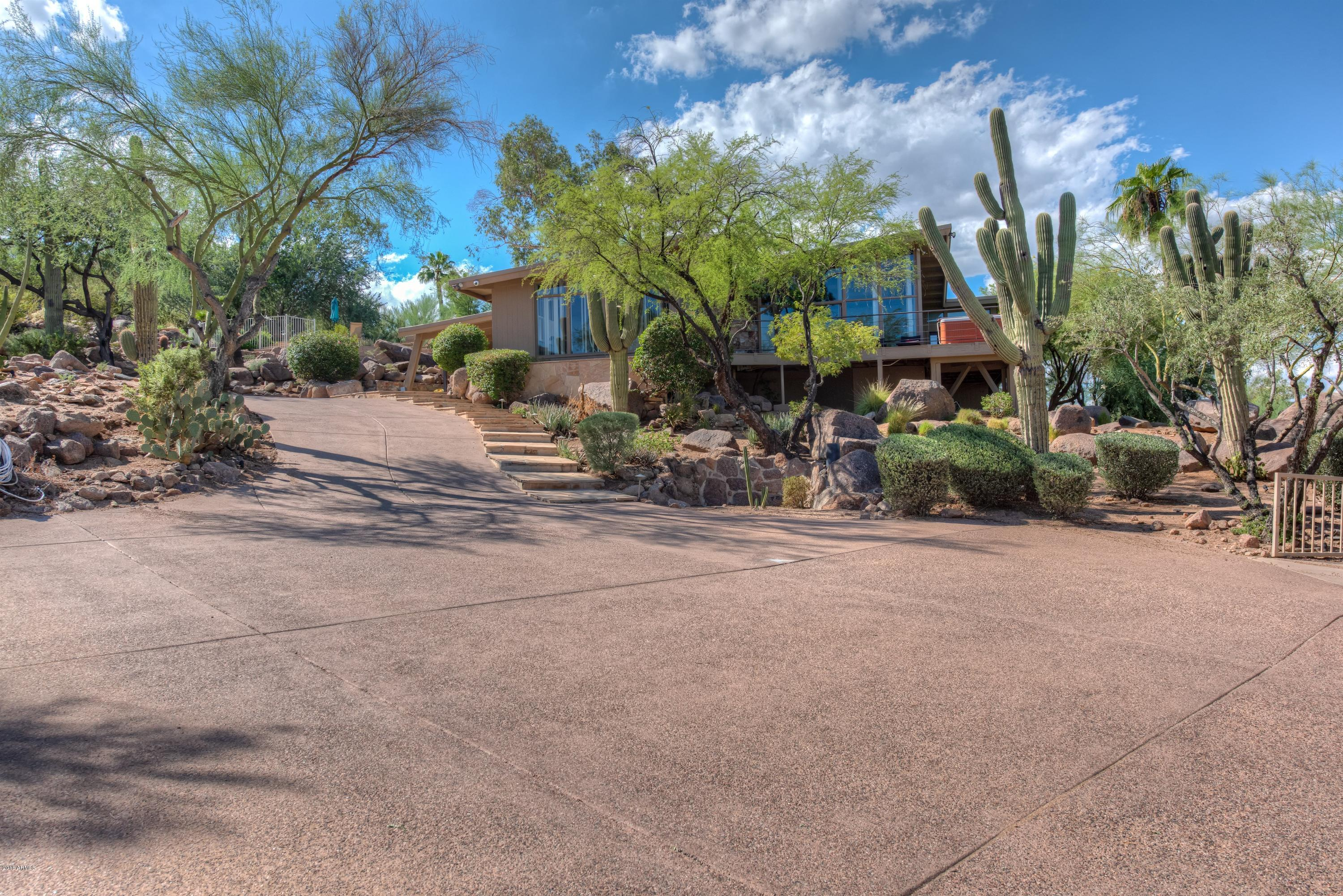 Photo of 5719 E STARLIGHT Way, Paradise Valley, AZ 85253