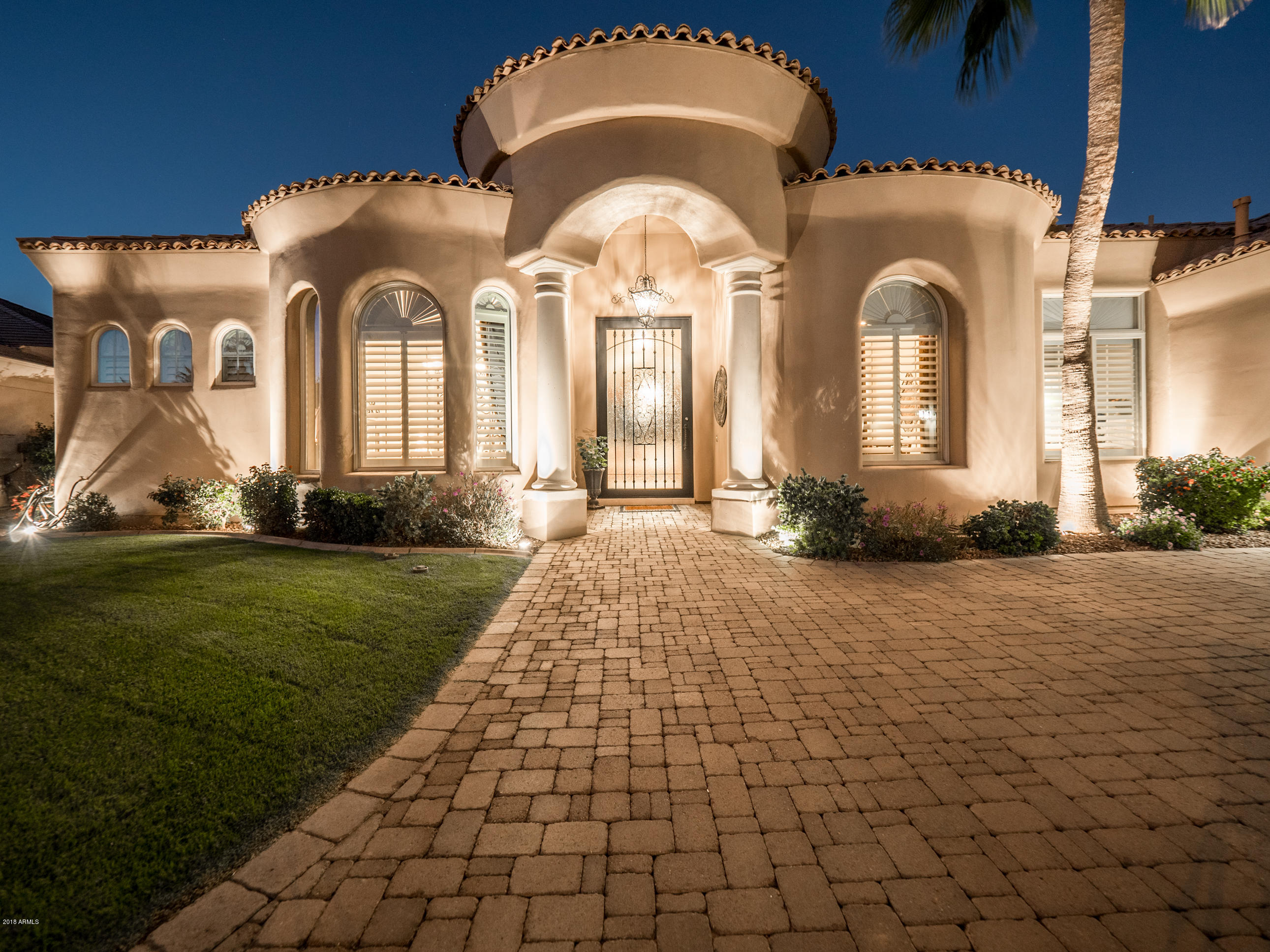 Photo of 662 W ASTER Court, Chandler, AZ 85248