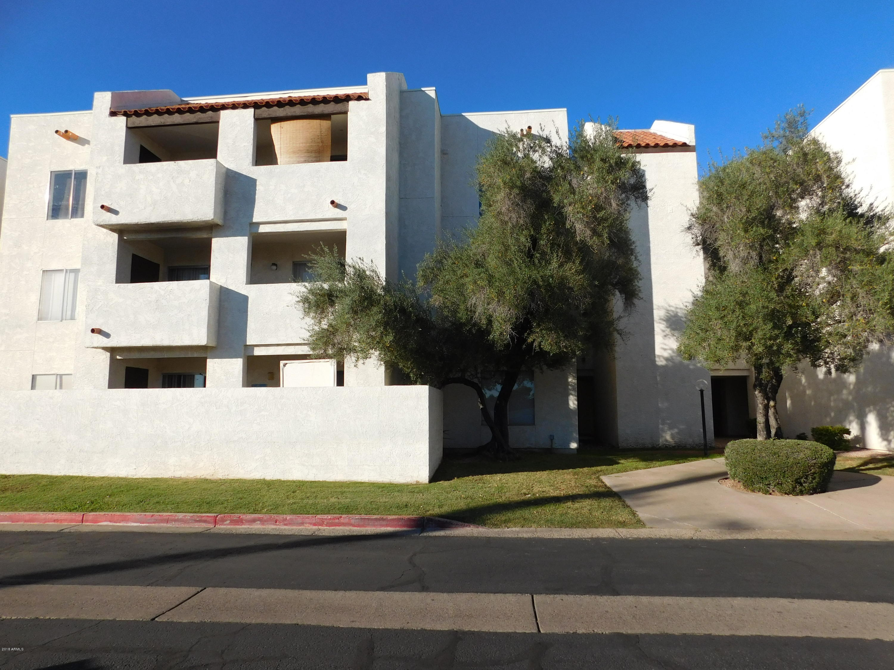 Photo of 4730 W NORTHERN Avenue #1082, Glendale, AZ 85301