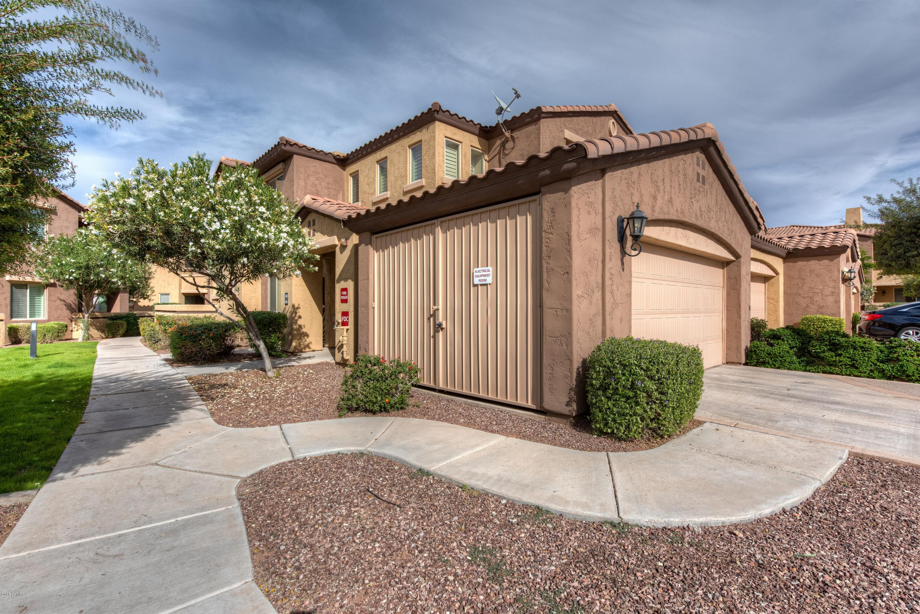 Photo of 250 W QUEEN CREEK Road #246, Chandler, AZ 85248