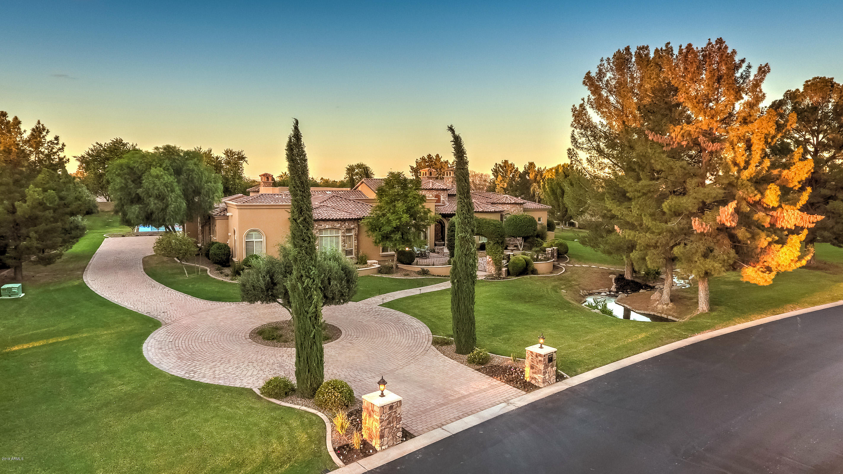 Photo of 28 E OAKWOOD HILLS Drive, Chandler, AZ 85248