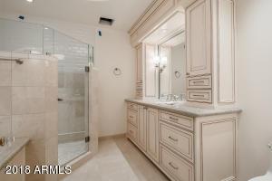 33Bedroom4-Bath