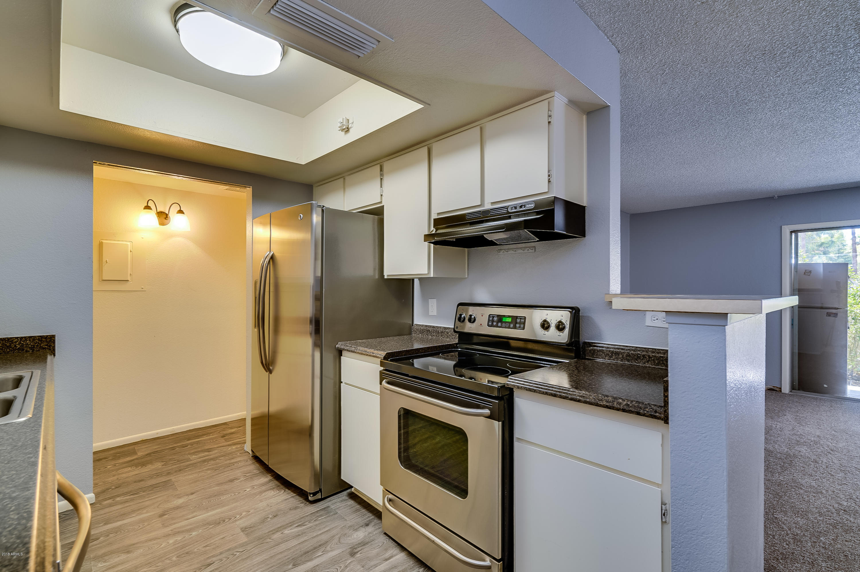 4608 W MARYLAND Avenue Unit 102 Photo 18
