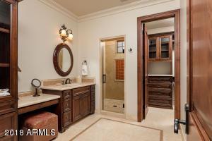 Guest Residence Bath