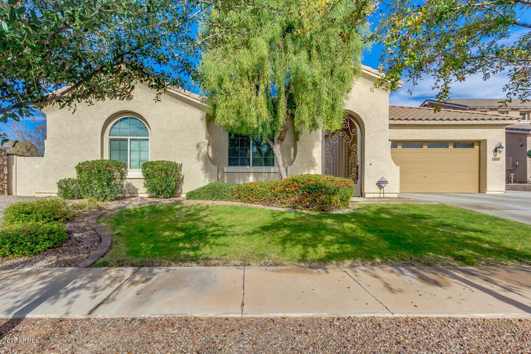Photo of 3104 E PACKARD Drive, Gilbert, AZ 85298