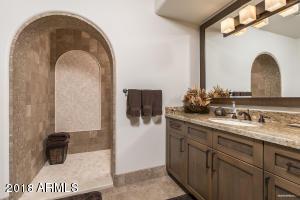 Guest House Bunkroom Bath