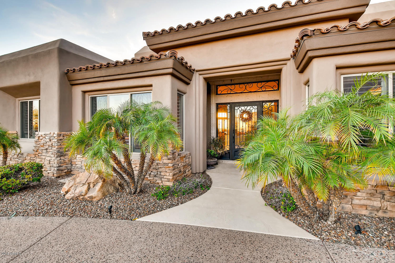 Photo of 1129 E THUNDERHILL Place, Phoenix, AZ 85048