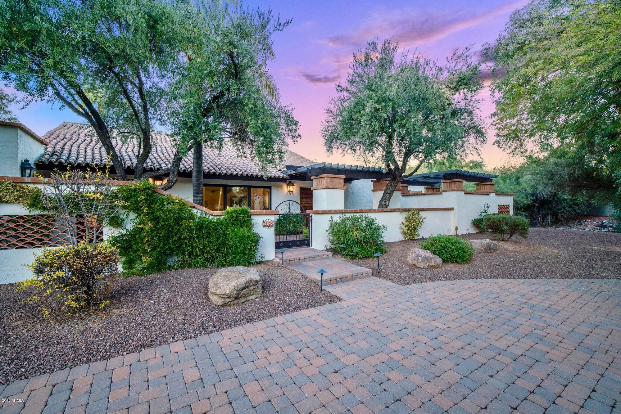 Photo of 6942 E CABALLO Drive, Paradise Valley, AZ 85253