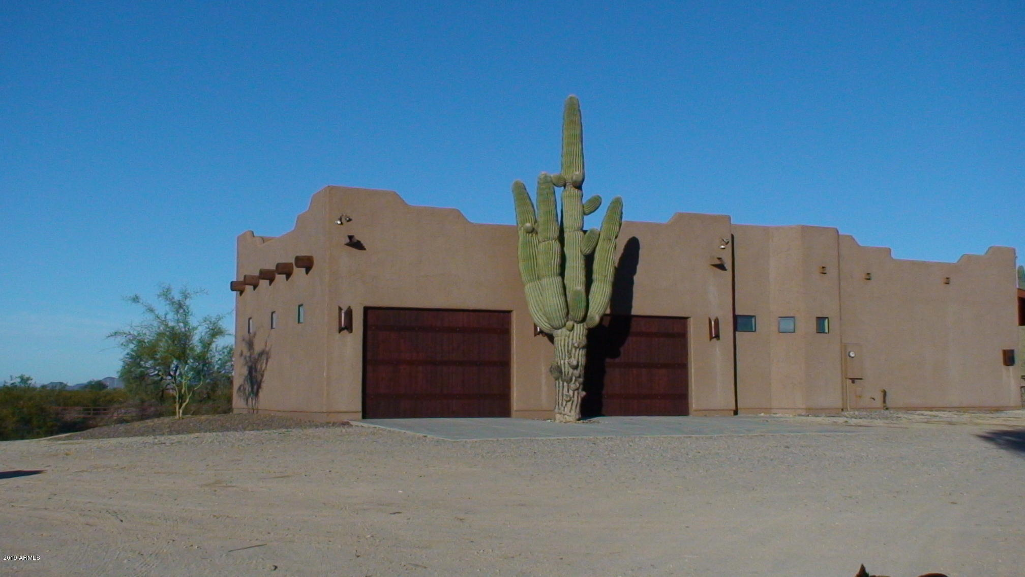Photo of 21434 W RESTIN Road, Wittmann, AZ 85361