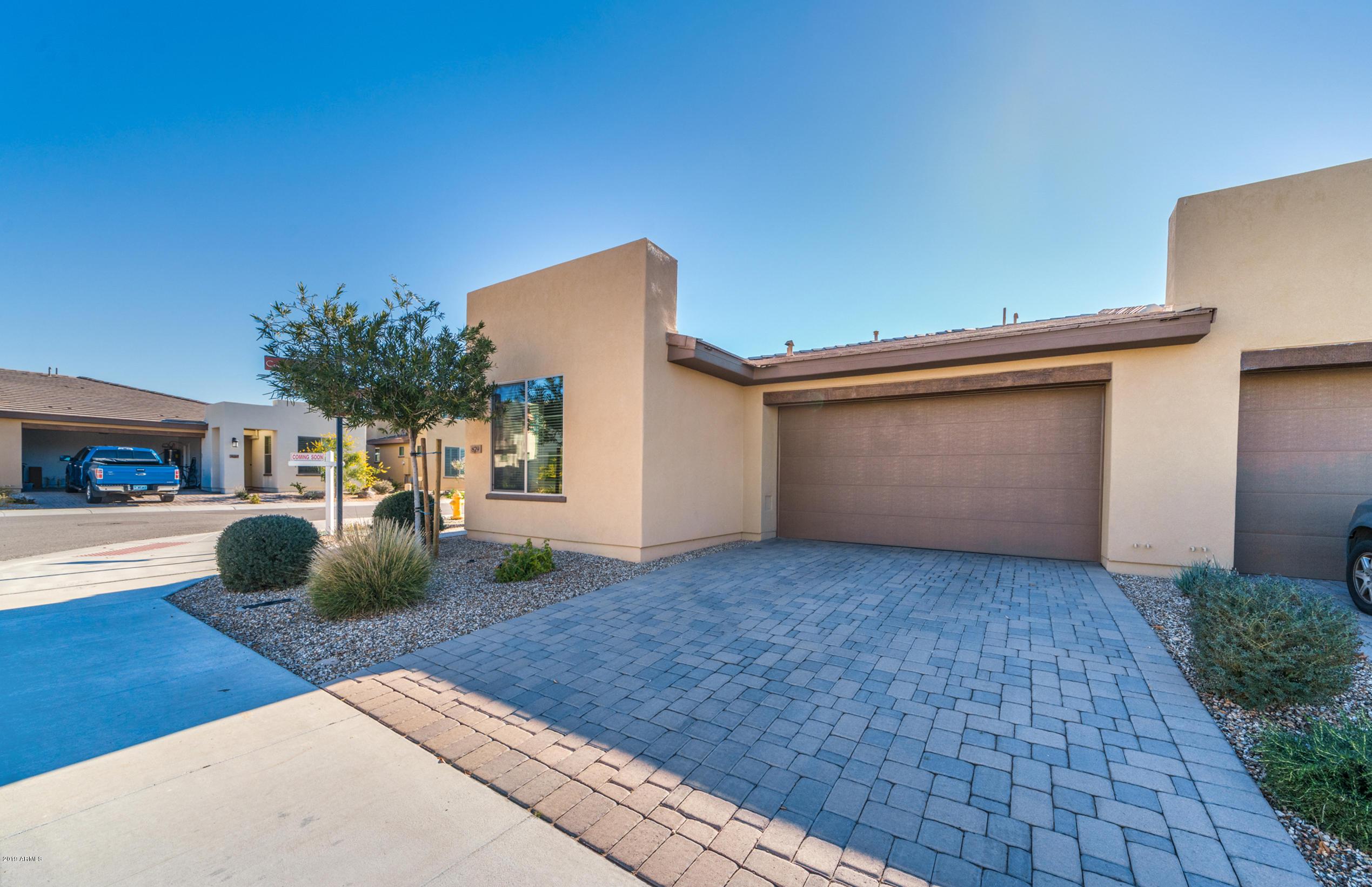 Photo of 879 E SILVERSWORD Lane, San Tan Valley, AZ 85140