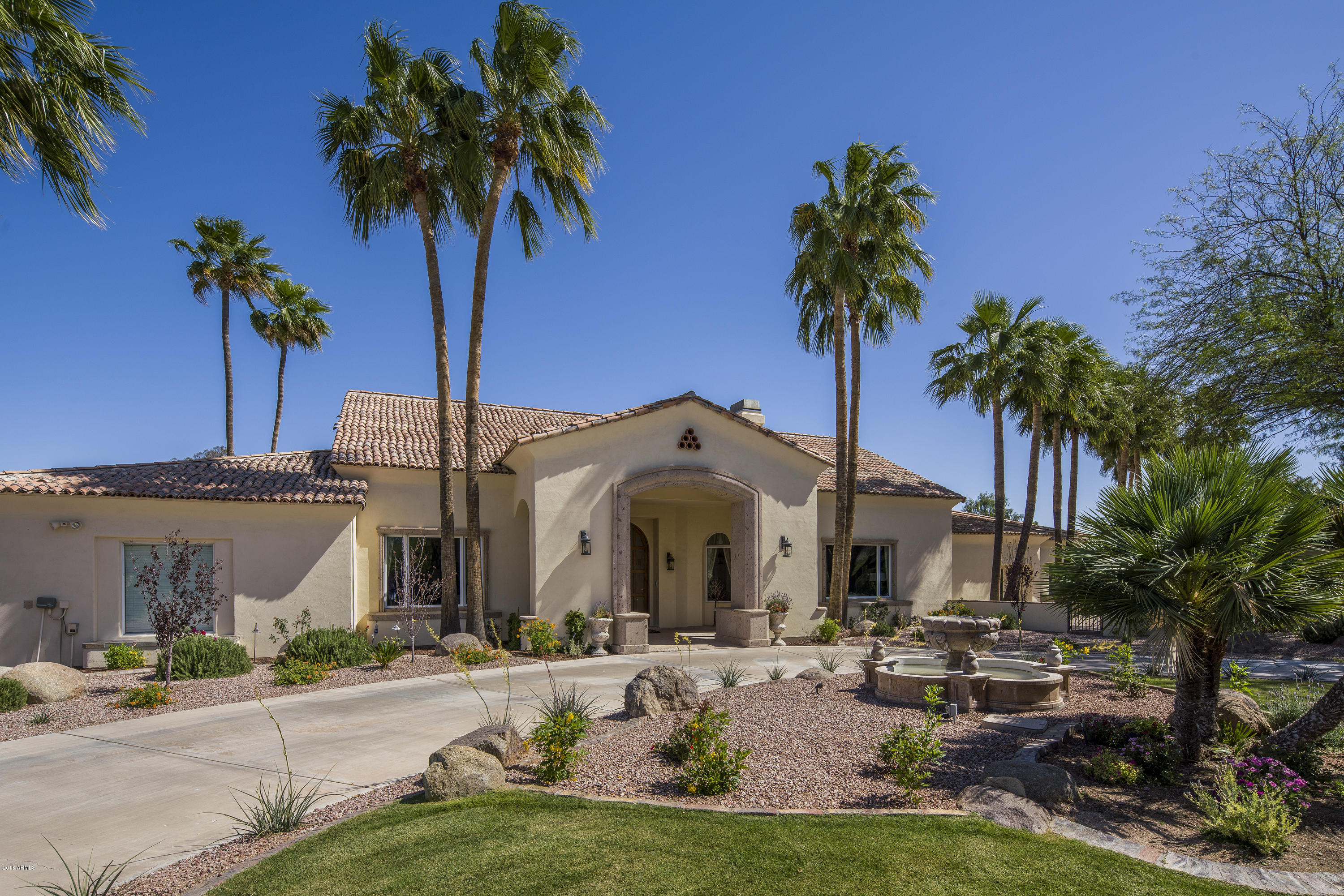 Photo of 6610 E VALLEY VISTA Lane, Paradise Valley, AZ 85253