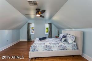 915 W Lynwood bed 2