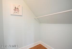 915 W Lynwood bed 2 w:in
