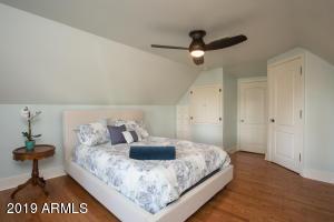 915 W Lynwood bed 2-2