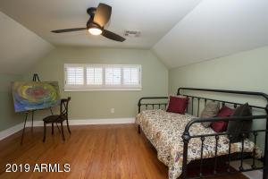 915 W Lynwood bed 3