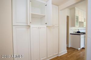 915 W Lynwood huge pantry!