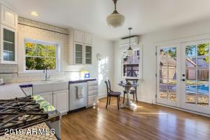 915 W Lynwood kitchen 1