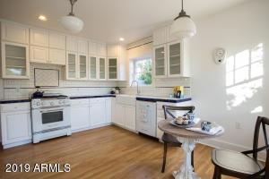 915 W Lynwood kitchen 3