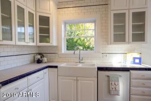 915 W Lynwood kitchen detail 1