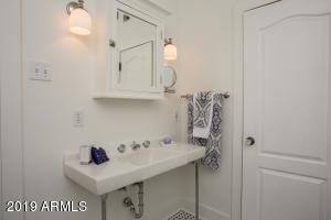 915 W Lynwood m bath 2