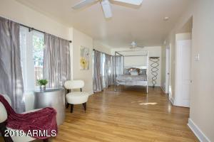 915 W Lynwood mstr bed 1