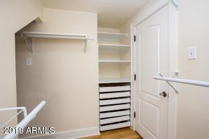 915 W Lynwood mstr w:in closet