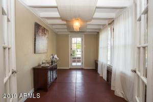 915 W Lynwood porch 1