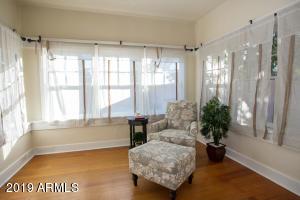 915 W Lynwood sitting room