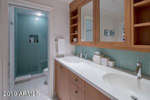 28 Guest House Bath