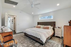 17-Master Bedroom