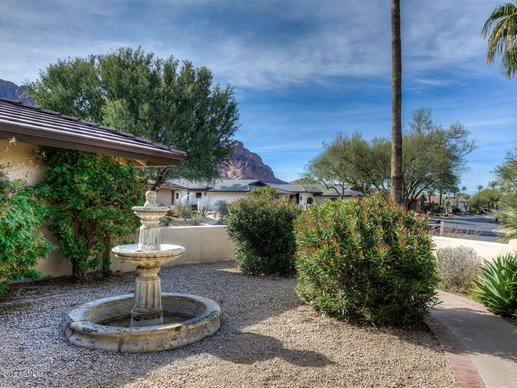 Photo of 5635 E LINCOLN Drive #18, Paradise Valley, AZ 85253