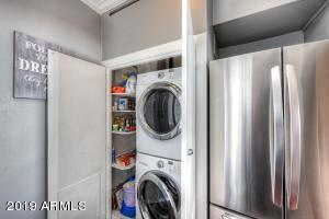 010_Inside Laundry