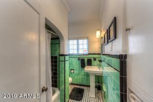 015_Hall Bath