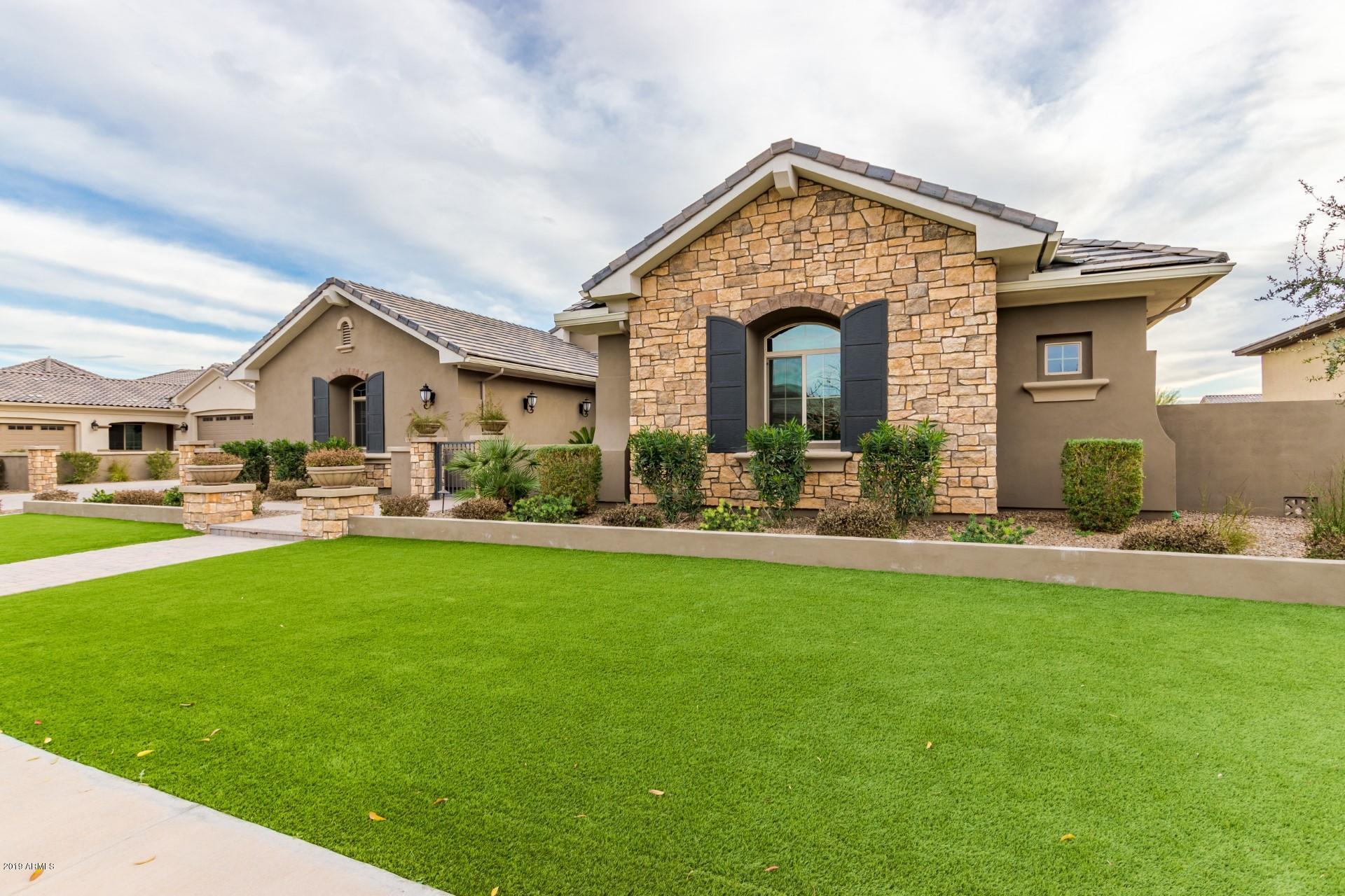 Photo of 2051 E CRESCENT Way, Gilbert, AZ 85298