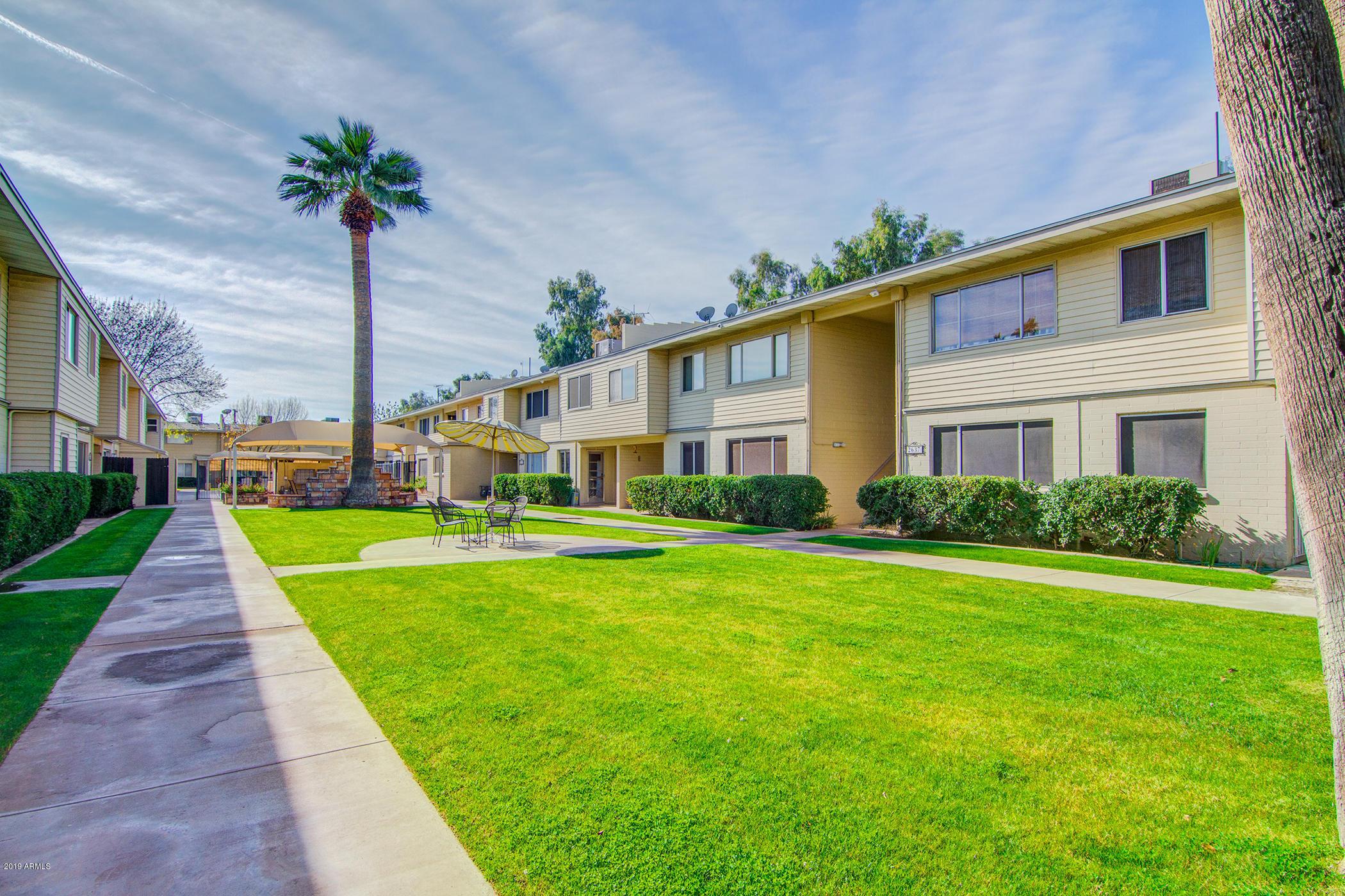 Photo of 2637 W ROSE Lane #B220, Phoenix, AZ 85017